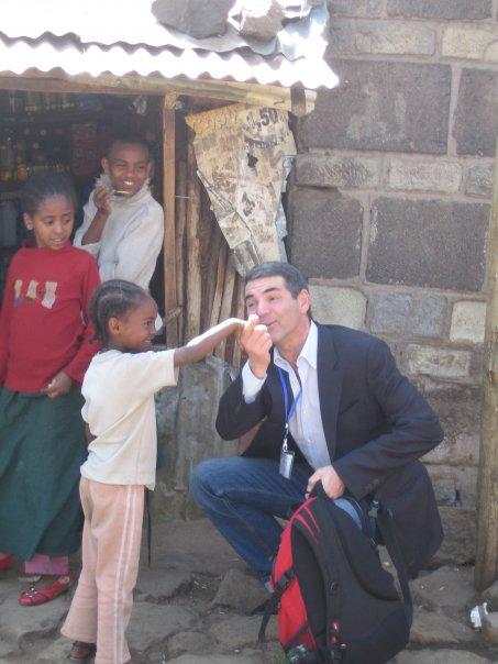 Ci sono strette di mano che hanno il valore di una vita (Adis Abeba - gennaio 2010)